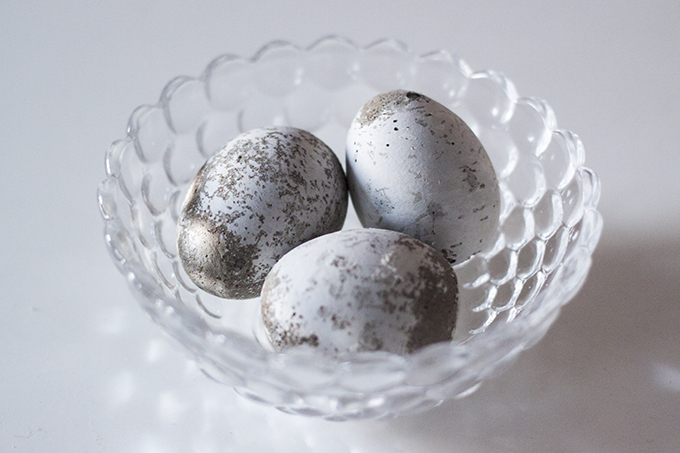 DIY concrete eggs betonimunat minimalistiset pääsiäiskoristeet coffee table diary blog