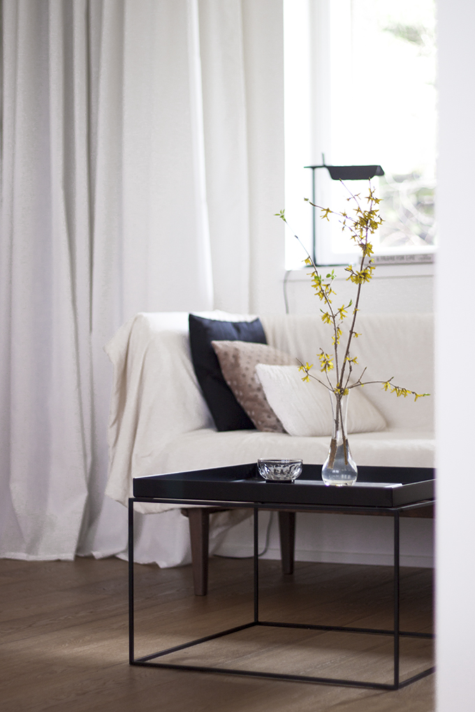 coffee table diary blog olohuone kirjasto flos tab t mid century modern divan hay tray