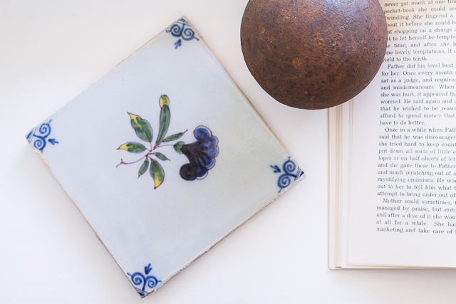 Delft laatta Coffee Table Diary