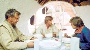 Luke-eating-with-Uncle-Owen-Aunt-Beru-1536x864-854512090096