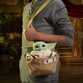 STAR WARS THE CHILD ANIMATRONIC EDITION WITH 3-IN-1 CARRIER - lifestyle (6)