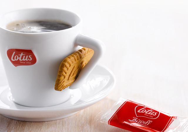"""(Lotus)ロータスビスケット""""ビスコフ(Biscoff)""""の名称の「Biscoff」はBiscuit for Coffeeの略なんです! その名の通りコーヒーの為のビスケット!コーヒーに合わないわけがない!"""