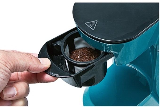 フィルターはメッシュ式の構造。 全体的に一人用のコーヒーメーカーにありがちなチープ感が無くしっかりと作りの為購入意欲が沸かされる!