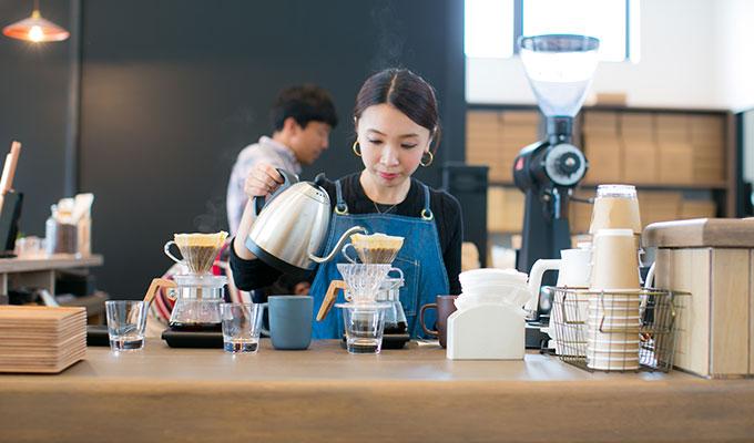 自家焙煎スペシャルティコーヒー専門店「ROKUMEI COFFEE CO.(ロクメイコーヒー)」さんは、1974年創業の古都奈良にある珈琲屋で、古い歴史を持つ老舗として有名です。