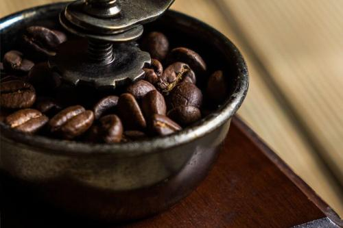 how to clean a coffee grinder