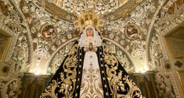 El camarín barroco de la Virgen de los Dolores de Torredonjimeno recupera la luz