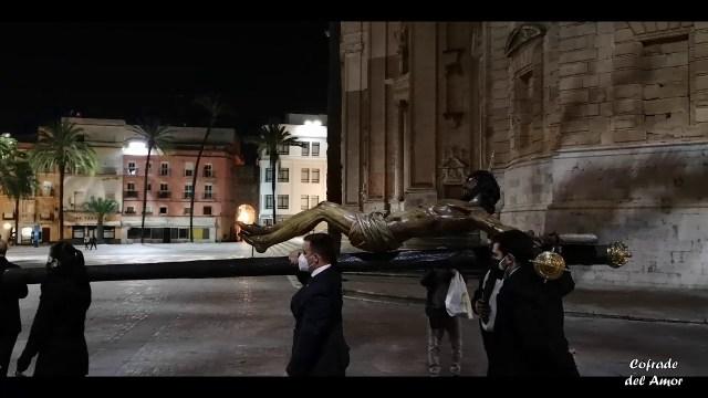 El Cristo de la Piedad recorrió las calles de Cádiz a pesar de la Pandemia para regresar del Vía Crucis oficial de Hermandades