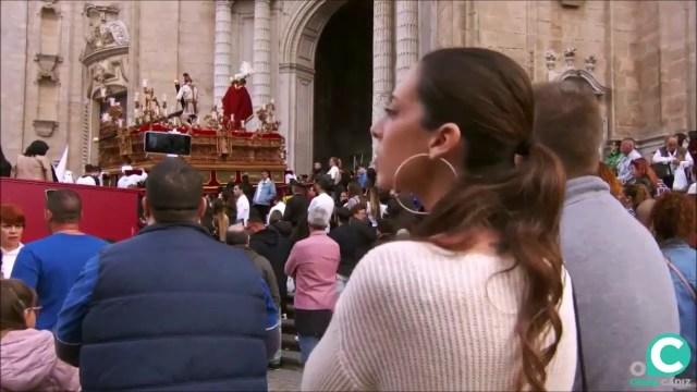 Vídeo de Nuestro Padre Jesús del Amor Despojado subiendo la rampa de la SI Catedral. Semana Santa Cádiz 2019