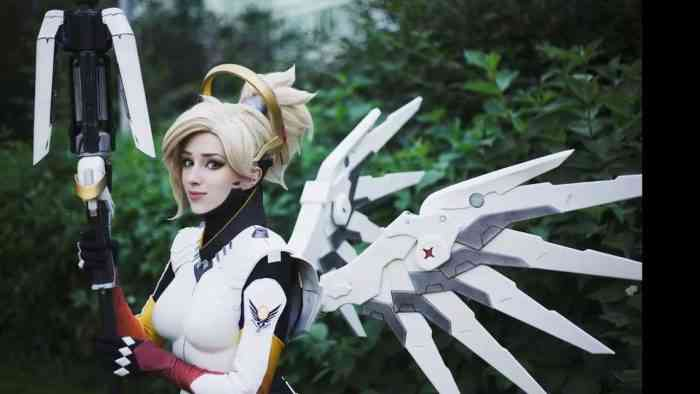 Fall in Love With the Sexy Cosplay of Lady Melamori