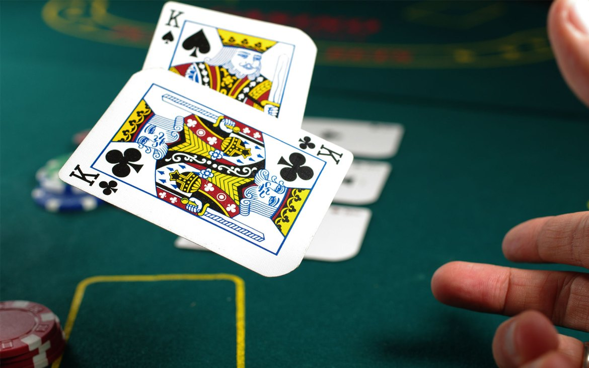 Know when to hold 'em, know when to fold 'em - poker | color