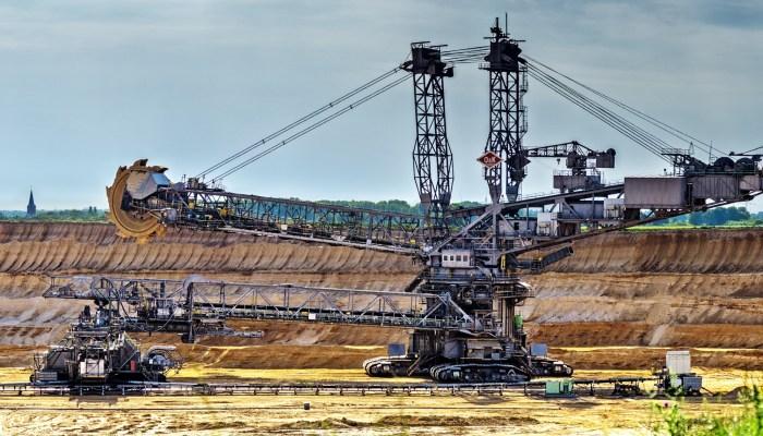 Strip Mining Excavator image credit: DarkWorkx from Pixabay
