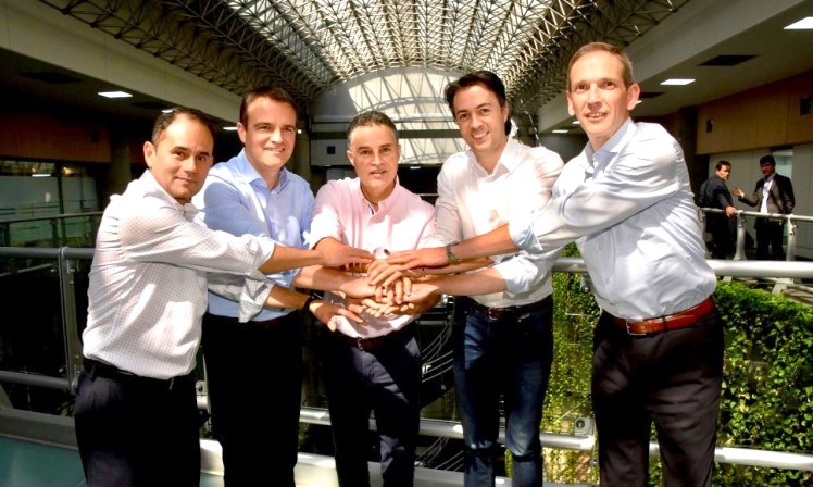 Carlos Moreno, Latam Regional CFO of LafargeHolcim, Jochen Werling, Group CIO LafargeHolcim, Anibal Gaviria Correa, Governor of Antioquia, Daniel Quintero Calle, Mayor of Medellin and Alejandro Carballido Americas Digital Center Head LafargeHolcim.