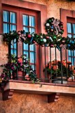 cool-christmas-balcony-decor-ideas-1-554x831
