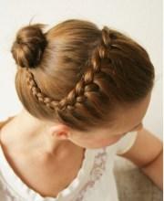 chignon cheveux courts coiffure