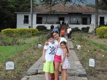 Prfa Montoya and her children