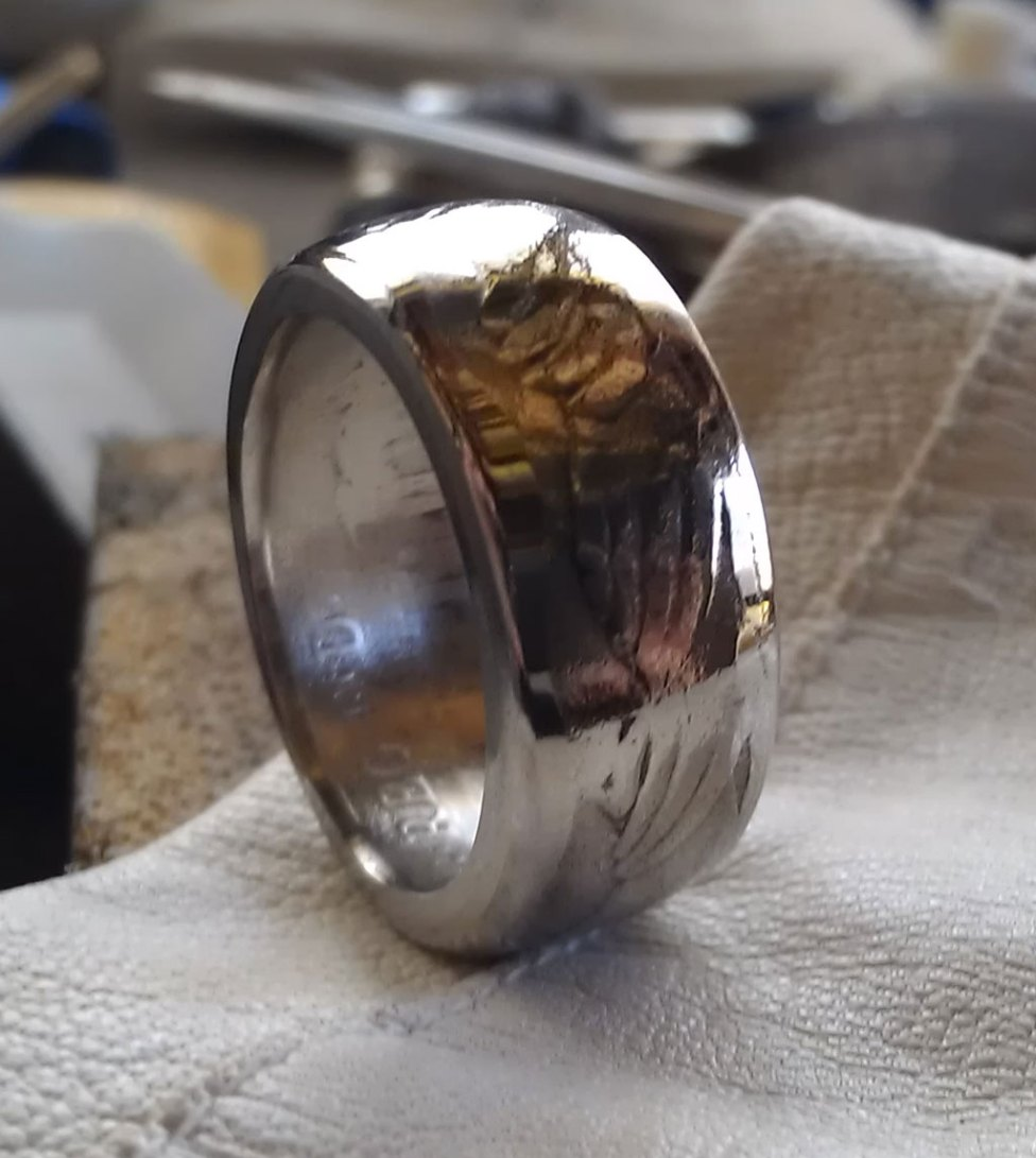 1973 BRITISH FIFTY 50 PENCE Coin Ring With Nine Hands