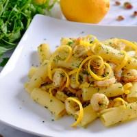 Rigatoni con arancia, gamberetti e pistacchi