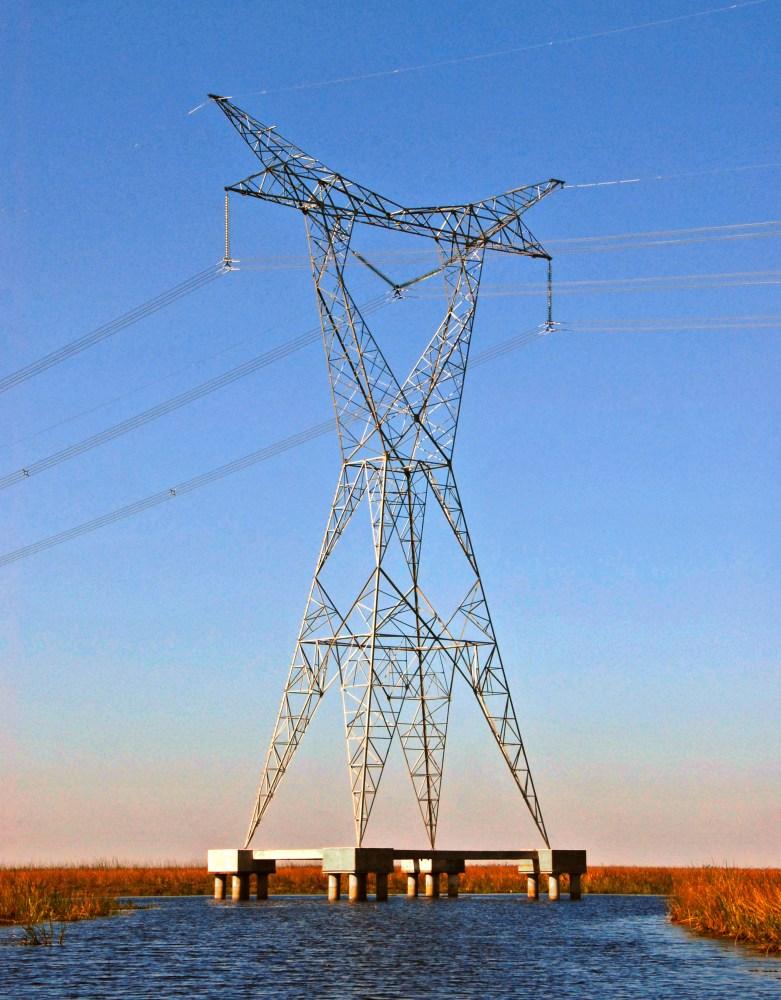 La Línea de Extra Alta Tensión 500 kV–Rincón de Santa María–Mercedes–Colonia Elía.