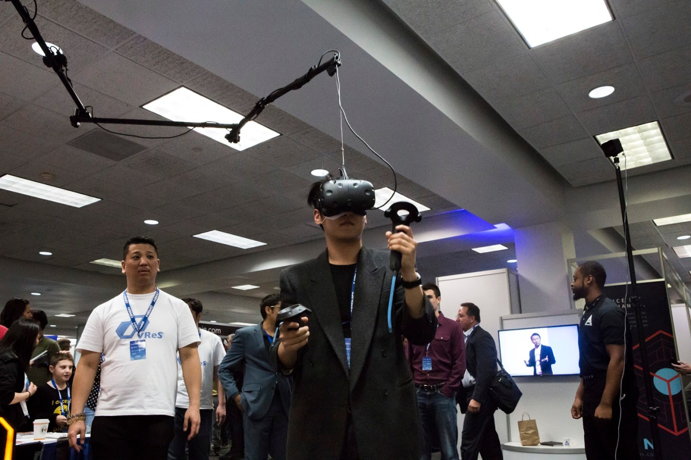 Louis Kang from NoLedge Productions using a virtual reality set from VRes