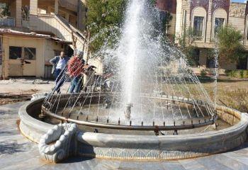 كلية العلوم الاسلامية تعيد صيانة النافورات في حدائقها