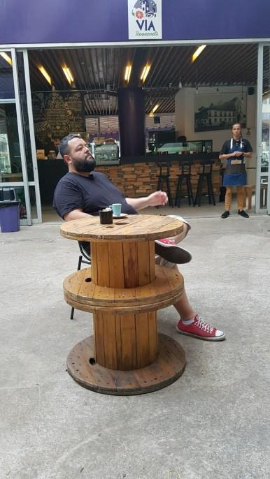 Um descanso breve num café na Praça Roosevelt