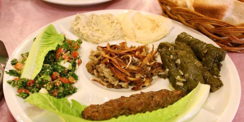 Prato executivo do Halim em que você escolhe um arroz, dois pratos quentes e três pratos frios.