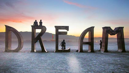 "Obra ""Dream"", no deserto em volta da Black Rock City - Burning Man 2015 - Capa. Foto: Vanessa Ikemori"