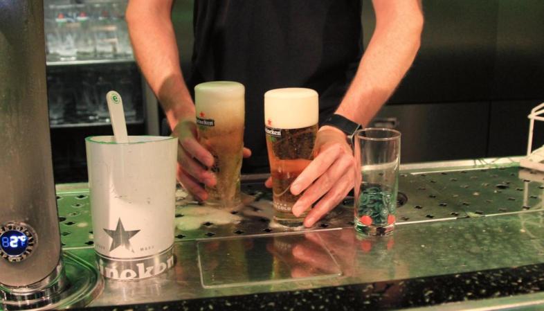 Você pode degustar até quase um litro de cerveja no Heineken Experience em Amsterdam