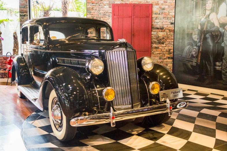 O Curitiba Antique Car tem uma seção com alguns dos modelos mais associados à máfia dos anos 20 e 30. Na foto, o Packard 1937
