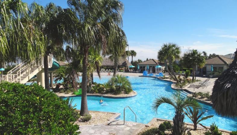 iHomeResort - Aluguel de casas em Orlando - Parte do complexo de piscinas do condomínio em que ficamos