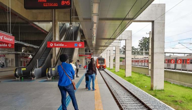 Desde 2018, também é possível chegar ao aeroporto de Guarulhos de trem
