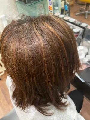 【大阪】白髪でお悩みの方にはハイライトとサロンケア、Flowersシャンプーがオススメ