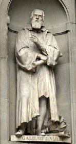 Estatua de Galileo Galilei en piedra.