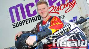 Colac's Luke Nowell went against doctors' orders and removed a plaster cast on his fractured left wrist in the pursuit of his first Victorian Senior Motocross Championships title this weekend.
