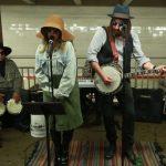 La espectacular sorpresa de Christina Aguilera a pasajeros del metro de NY