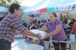 Familias de La Paz en estado de vulnerabilidad, reciben apoyos por parte del SEDIF
