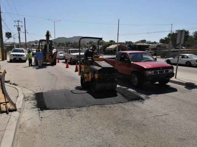 Para seguridad de peatones y automovilistas instala Obras Públicas de Los Cabos reductores de velocidad