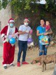 La Caravana Navideña del Gobierno de Los Cabos recorre las colonias para llevar juguetes y dulces a los pequeños del hogar