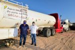 Con el apoyo de amigos empresarios, Oscar Leggs abastecerá por día a 125 familias de agua