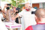 Víctor Manuel Castro Cosío, gobernador electo de Baja California Sur, emite su voto en la Consulta Popular de este domingo 1 de agosto
