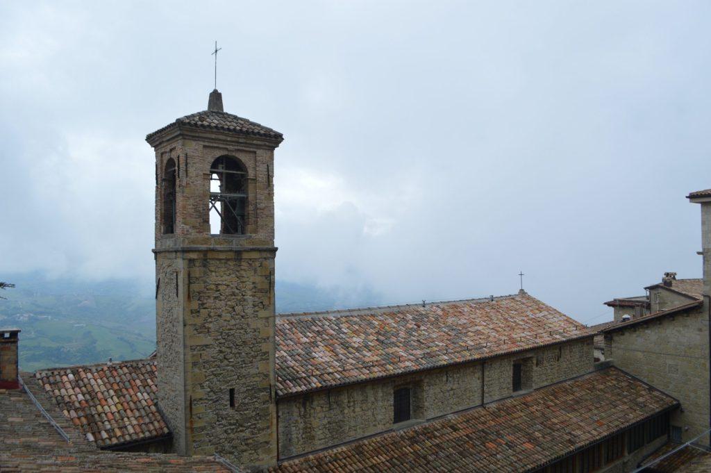 Iglesia de San Francesco vista desde la Via Donna Felicissima