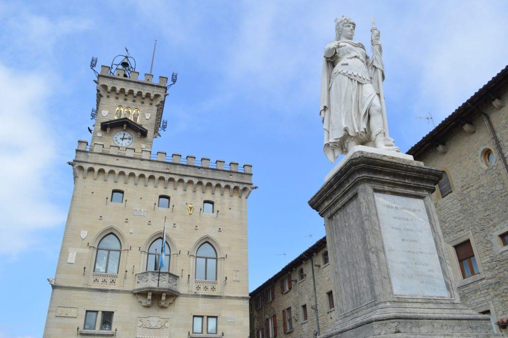 Palazzo Pubblico y la Statua della Libertà