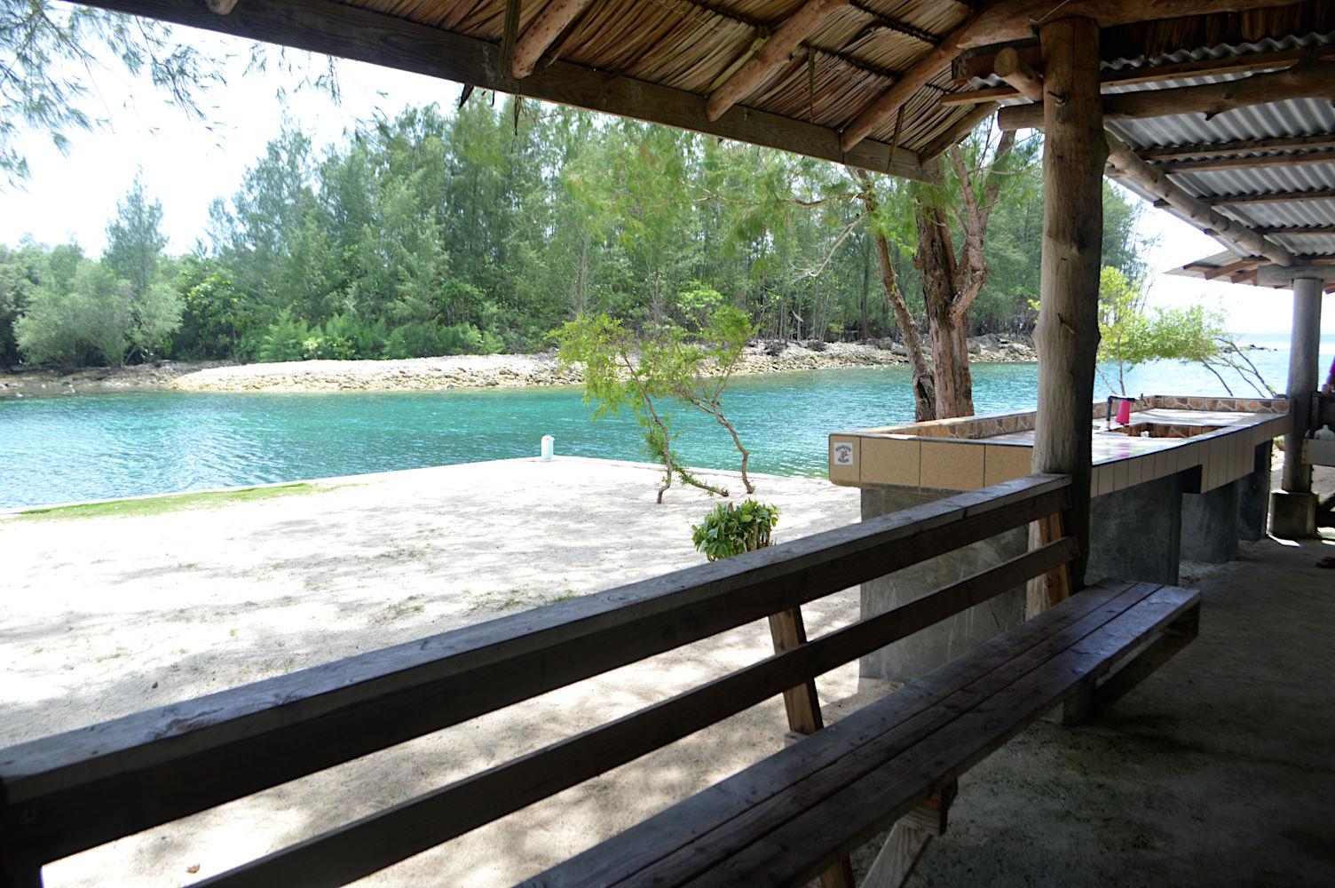 Zona de descanso en el muelle de Kambek