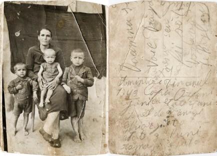 Mamă cu trei copii. 1949 Din arhiva personală Georgeta Drăgănescu