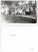 Grup de copii. Ana Costică Acsinte din casele noastre Arhiva personală Maura Aron, Grivița