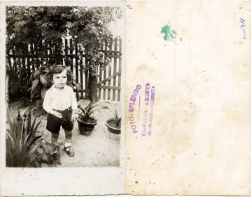"""Copil. Verso: ștampilă violet """"Foto-Splendid Costică Axinte Slobozia-Ialomița"""""""