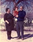 Enrique Borrego con sus abuelos, Trini y