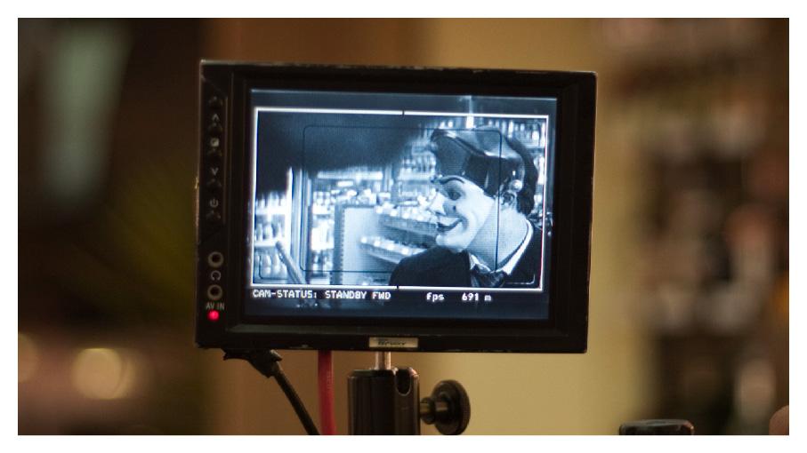 """Ariel Goldenberg mascarado em momento """"Pulp Fiction"""""""