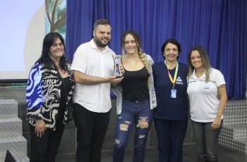 Time de Vôlei Feminino do Colégio Adélia conquista 4º lugar no campeonato TV Tribuna de Vôlei Escolar