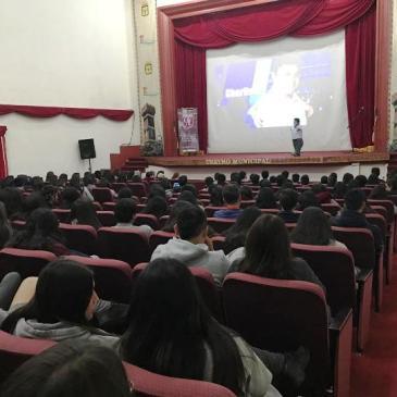 """ESTUDIANTES ASISTEN  A CHARLA MOTIVACIONAL """"EL LÍMITE ES EL CIELO"""""""